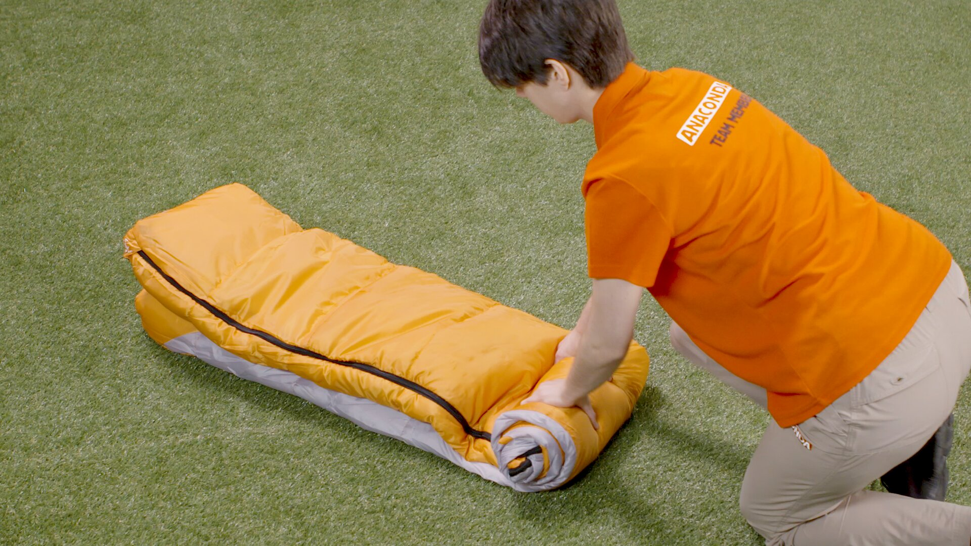 How To Choose A Sleeping Bag - Rolling